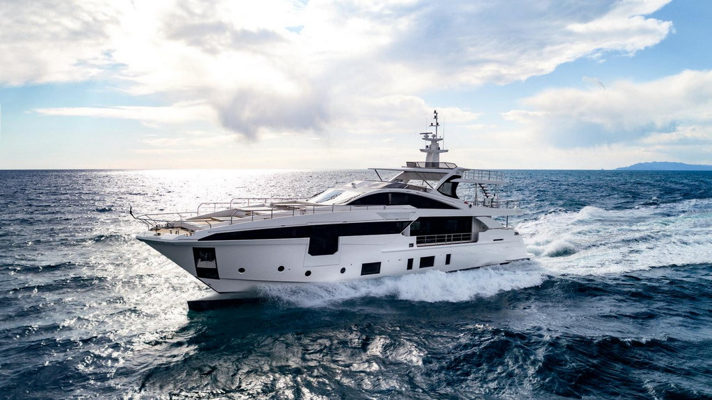 Azimut Yachts wins at the World Superyacht Awards 2018